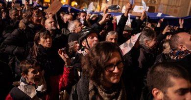 Folla davanti a San Petronio, Bologna