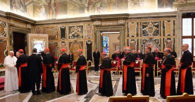 Papa Francesco alla curia romana per gli auguri natalizi