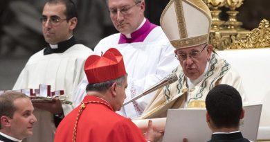 Becciu e papa Francesco